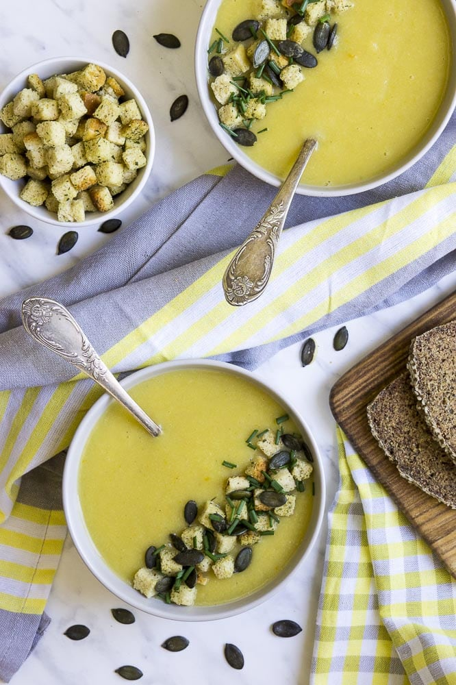 Cauliflower soup with seeds