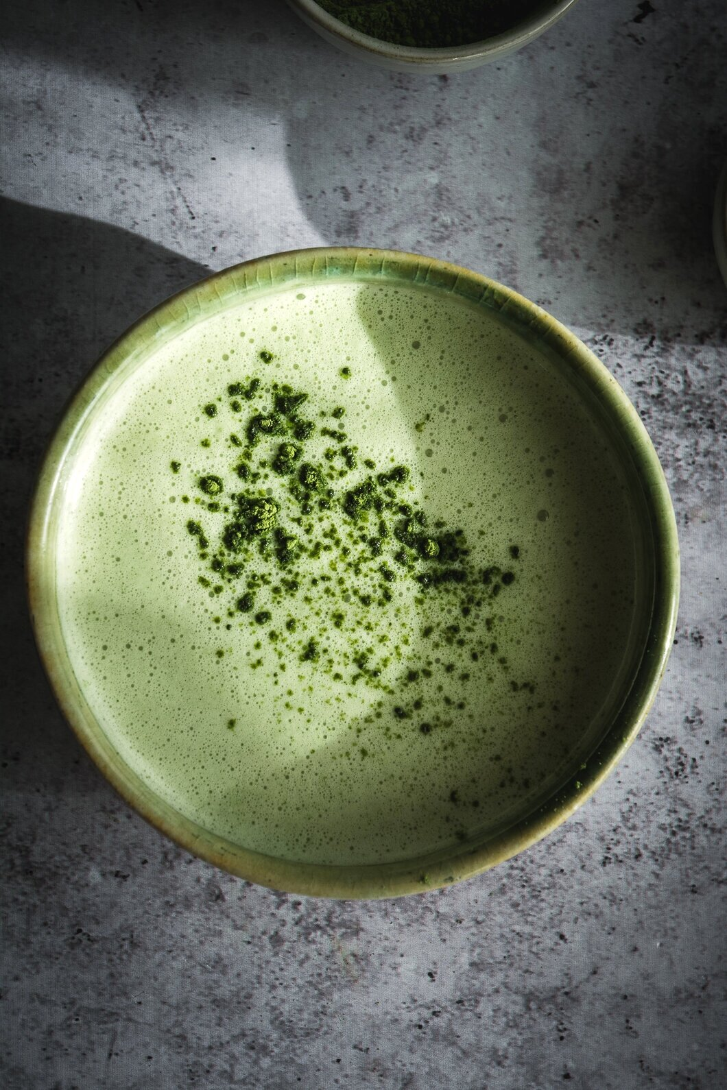 This nutrient dense matcha and moringa latte is the perfect way to start the day or drink as an afternoon pick-me up. It's rich in antioxidants and amino acids, low carb, paleo and vegan. And also very easy to make. #vegan #matcha #moringa #matchalatte #matchamoringalatte #matchinga #moringalatte #calmeats #paleo #veganlatte #healthydrinks #vegetarian
